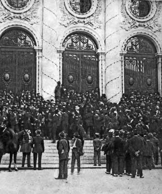 Esperando la renuncia de DAi??az frente a la CA?mara de Diputados, junio 2, 1911