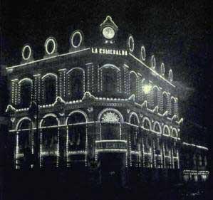 ai???El edificio de ai???La Esmeraldaai??i?? iluminadoai???, A?lbumai??i?? 1810-1910. Foto: Guillermo Kahlo.