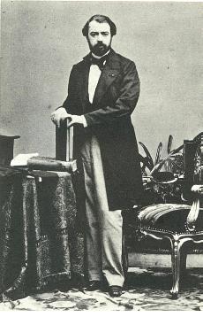 J.M. Hidalgo con libros B-19