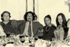 Posando con Rafael Coronel (con corbata( y amigos