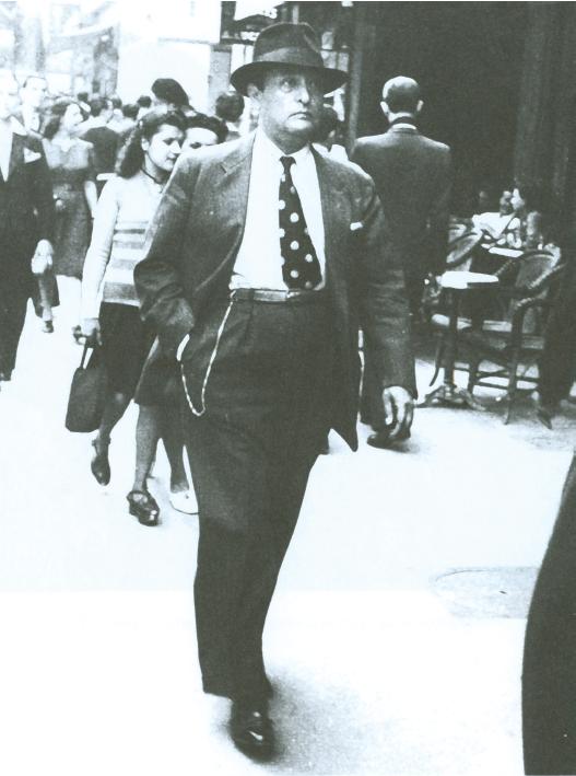 Gilberto Bosques en la avenida CanebiA?re. Marsella, 1941.