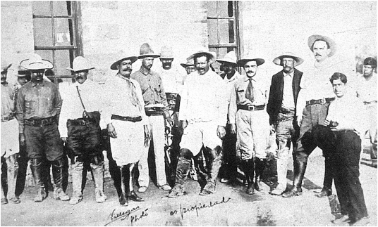 Tras la firma del armisticio en 1920 entre Villa y el general Eugenio MartAi??nez, representante del presidente Adolfo de la Huerta (Sabinas, Coah.)