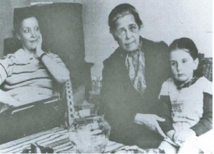 DoAi??a Leocadia con su nieta Anita y la periodista argentina MarAi??a Luisa Cernelli en MAi??xico (1940)