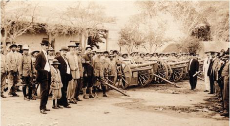 Carranza, Obregón y Maytorena con la artillería quitada a los federales, Hermosillo, Son, 1913. Col. Biblioteca Francisco Xavier Clavijero, UIA, Ciudad de México
