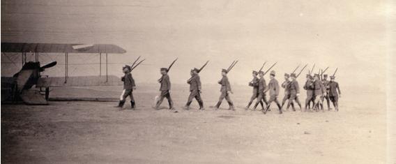 Prácticas militares, Mx, 1917. Col. Biblioteca Francisco Xavier Clavijeto, UIA, Ciudad de México