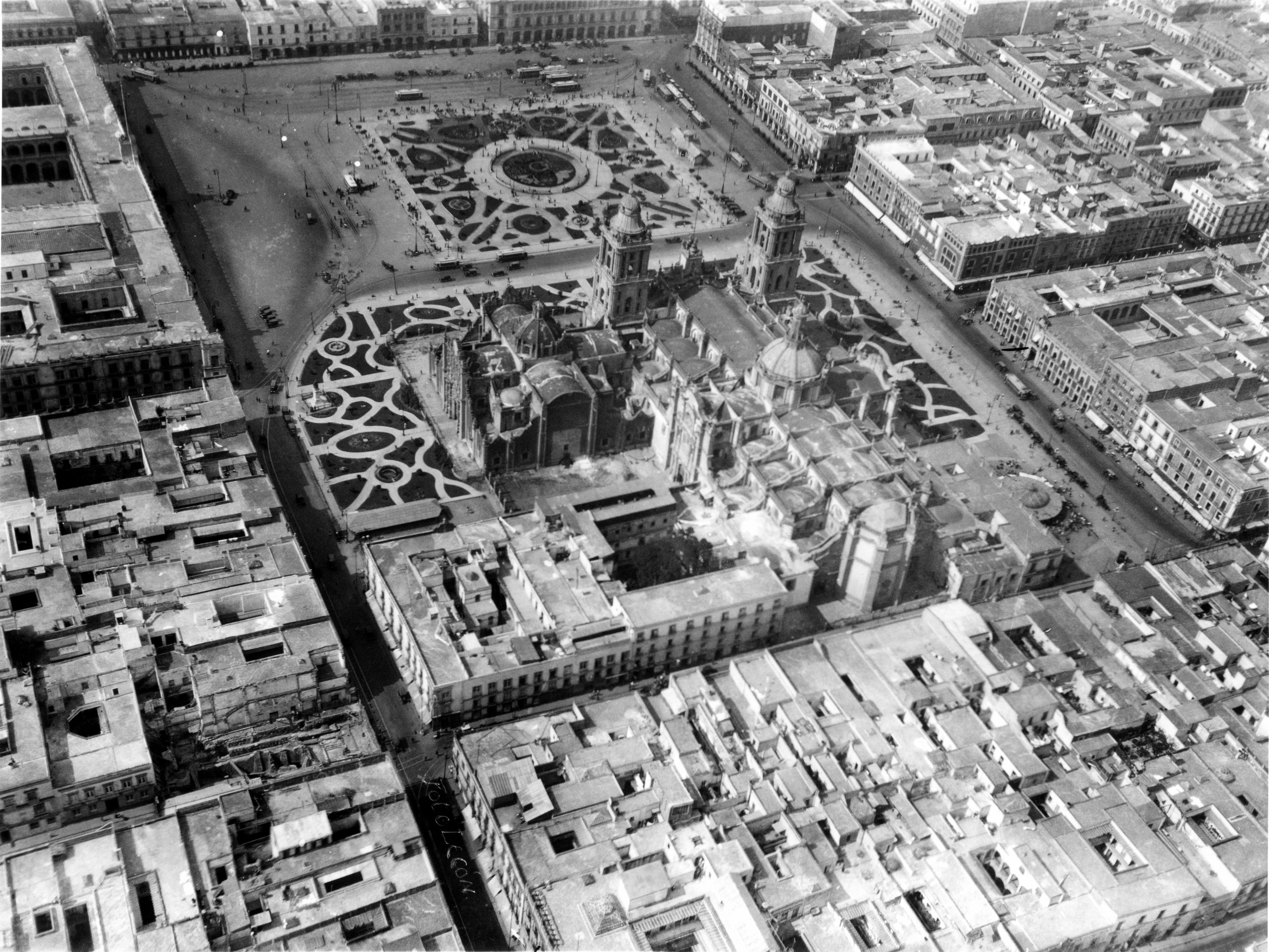 Una de las primeras tomas aéreas de la ciudad de México, ca. 1919.
