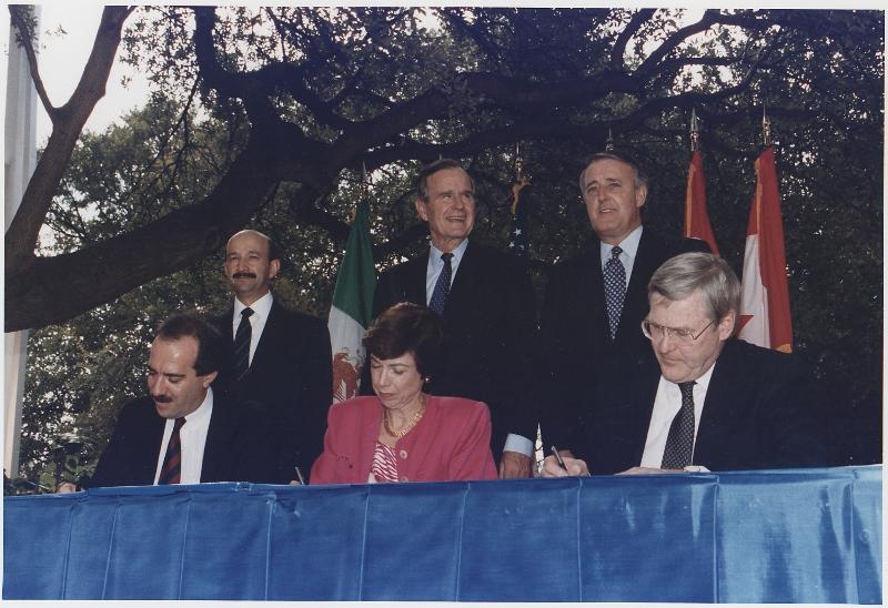 Firma Oficial del NAFTA por los tres paAi??ses (2) (800x548)
