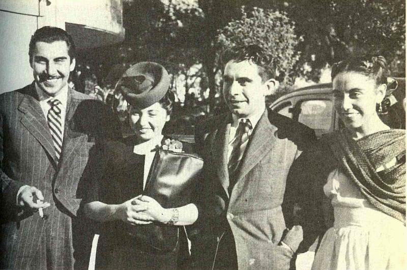 El Indio Fernandez, Olivia Peralta, José y Rosaura Revultas llegando al homenaje por el premio a El luto humano, 1943 (800x531)