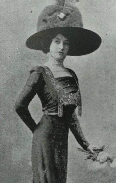 fotografia de moda  en Teatros en MAi??xico 1910-1911 Ed. Ernesto Chavero , Mexico Artes y Letras, 1911 ca (407x640)
