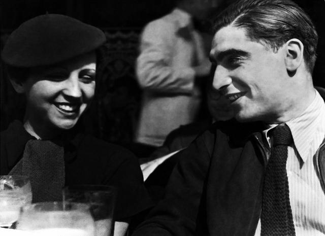 Gerda Taro y Robert Capa, París 1936. ©Corbis / Latinstock México.