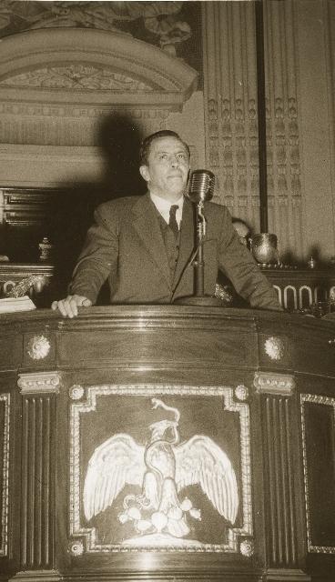 Manuel GA?mez Morin defendiendo su caso ante Colegio Electoral 1946 (460x640)