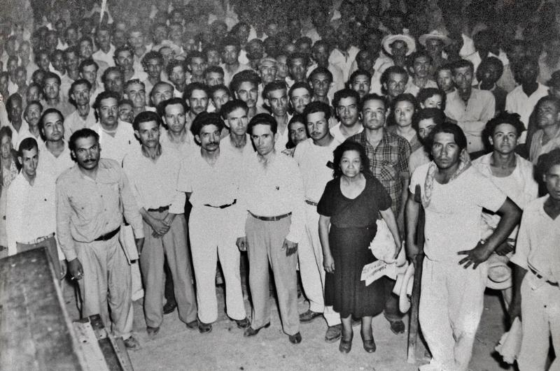 Jacinto López  junto con sus seguidores en 1949 AGN (800x531)