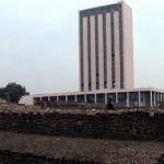 Vista del edificio de la Secretaría de Relaciones Exteriores en Tlatelolco. Fotografía de Ana Rosa Suárez, 2005.