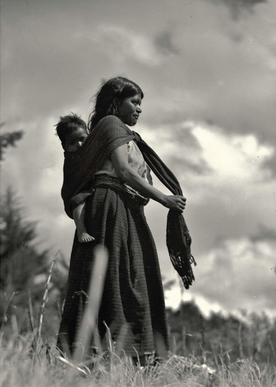 Indigena_con_nino_1100x1540