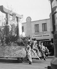 Carro alegórico de la colonia japonesa en México