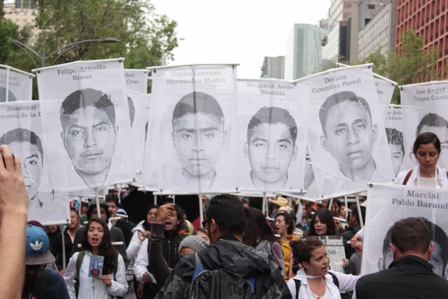 Marcha Aniversario Ayotzinapa (640x427)