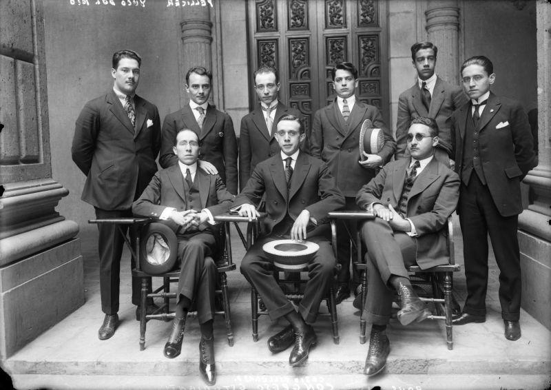 Carlos Pellicer, Daniel Cosío Villegas y otros miembros de la Federación Nacional de Estudiantes, 1921, inv. 5682. SINAFO, Secretaría de Cultura-INAH-Méx. Reproducción autorizada por el INAH.