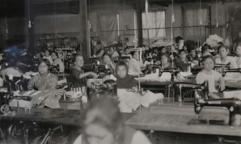 Costureras en un taller, ca. 1934. Colección particular.