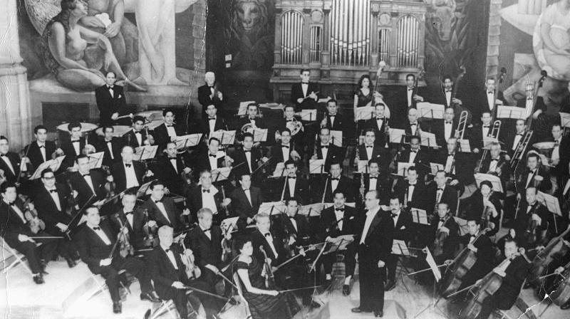 Orquesta Sinfónica de la Universidad en la Escuela Nacional Preparatoria durante un ensayo, ca. 1936, en http://musica.unam.mx