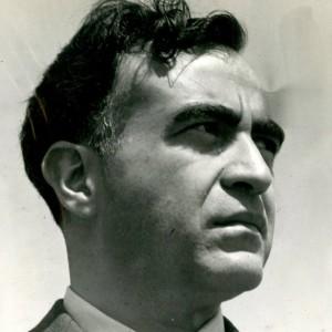Carlos Chávez, ca . 1940, inv. 13040. SECRETARÍA DE CULTURA. - INAH. - FOTOTECA NACIONAL. - MÉX. Reproducción autorizada por el INAH.